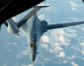 Hai máy bay ném bom Mỹ hoạt động tại Biển Đông