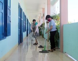 Phú Yên: Thầy cô tất bật tổng vệ sinh trường lớp để đón học sinh