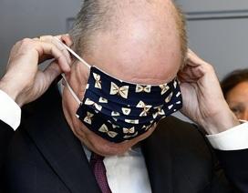 """""""Sốt"""" video Phó Thủ tướng Bỉ chật vật đeo khẩu trang"""