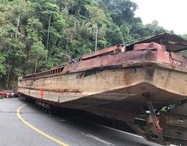 """Phạt 92 triệu đồng xe chở thuyền """"khủng"""" gây """"tê liệt"""" đèo Bảo Lộc"""