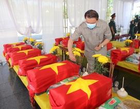 Truy điệu, an táng 16 hài cốt và 1 mộ tập thể liệt sĩ hy sinh tại Lào