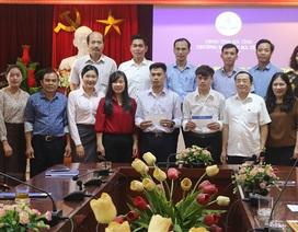 Khen thưởng nam sinh viên Lào nhảy sông cứu người ở Hà Tĩnh
