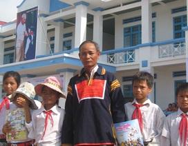 Trưởng thôn hiến tặng 2000 m2 đất, vận động dân di dời nhà mồ để xây trường