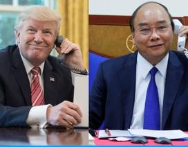 Thủ tướng điện đàm với Tổng thống Mỹ, chia sẻ kinh nghiệm chống Covid-19