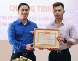 Trao Bằng khen của Đoàn cho sinh viên Lào nhảy xuống sông cứu người