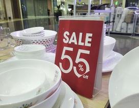 Hàng loạt cửa hàng thời trang giảm giá sốc vẫn... đìu hiu!
