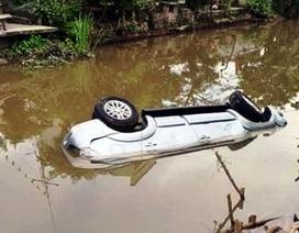 Xe ô tô 7 chỗ lao xuống sông, 2 người tử vong