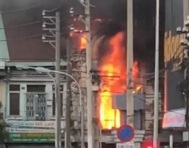Cứu 10 người trong vụ cháy căn hộ chung cư ở Sài Gòn