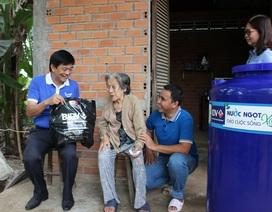 BIDV trao tặng 13.300 bồn chứa nước và 39 máy lọc nước ủng hộ đồng bào 5 tỉnh ĐBSCL
