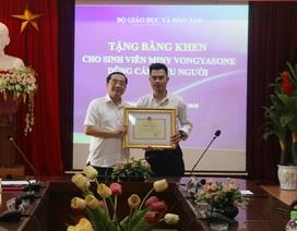 Sinh viên Lào dũng cảm cứu người được Bộ trưởng Bộ Giáo dục tặng bằng khen