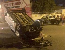 Ô tô lật ngửa sau va chạm với xe máy, 3 người thương vong