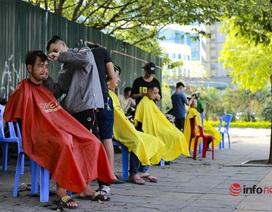 """Dịch vụ cắt tóc miễn phí ở Hà Nội """"hút"""" khách trở lại"""