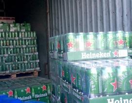 TPHCM: Công an đột kích kho chứa bia, sữa ngoại nhập lậu