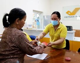 Quảng Nam: Trao tiền cho 2 nhóm người dân nhận hỗ trợ từ gói 62.000 tỷ đồng