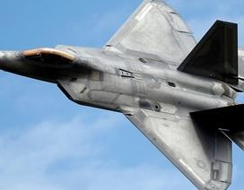 """Video """"Chim ăn thịt"""" F-22 rơi tại Mỹ, phi công thoát hiểm trong gang tấc"""
