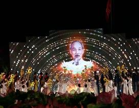 """""""Hồ Chí Minh - Sáng ngời ý chí Việt Nam"""": Những câu chuyện xúc động"""