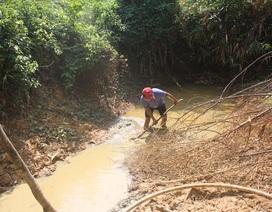 Thầy trò vùng biên gian nan tìm nước sạch