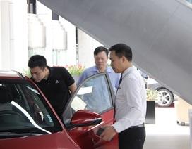 """Chưa ngã ngũ giảm 50% phí trước bạ, ô tô nội đã lo """"cháy"""" hàng, tăng giá"""