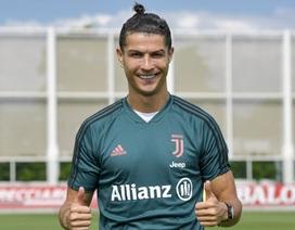 """Có người yêu đảm đang, C.Ronaldo khiến thợ cắt tóc """"thất nghiệp"""""""
