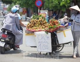 Hà Nội: Người lao động nhọc nhằn mưu sinh dưới nắng nóng đầu hè