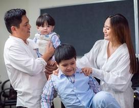 """Đức Thịnh """"choáng"""" với quà kỷ niệm 12 năm ngày cưới của Thanh Thúy"""