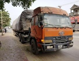 """CSGT """"bắt tại trận"""" xe quá tải 155%, tài xế gọi cứu viện bất thành"""