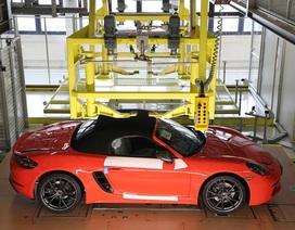 Khách hàng có thể xem Porsche sản xuất xe mình đặt mua qua điện thoại