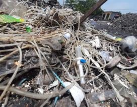 Công an Vĩnh Phúc vào cuộc điều tra vụ rác thải y tế trong bãi rác dân sinh