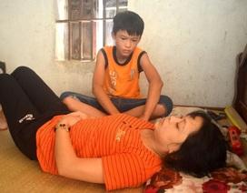 Rớt nước mắt cảnh cậu bé bán thóc lấy tiền đưa mẹ đi bệnh viện