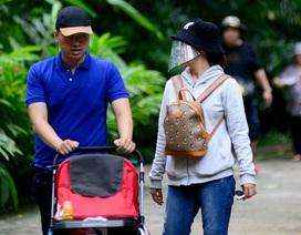Dân Sài Gòn đeo khẩu trang đến vui chơi Thảo Cầm Viên