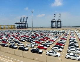 """Gần 2.700 xe cập cảng, thị trường ôtô có """"khủng hoảng thừa""""?"""
