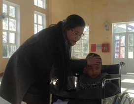 Xúc động trước tấm lòng của các thầy cô dành cho trẻ khuyết tật