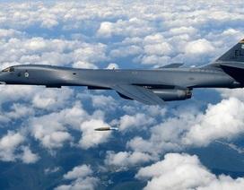 """Mỹ điều 2 """"chim sắt"""" B1-B bay gần Đài Loan, Hong Kong, hướng tới Biển Đông"""