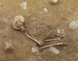 """Bộ xương """"ngồi xổm"""" bí ẩn 4.000 năm tuổi ở Đức"""