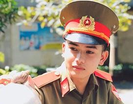 Nam sinh sư phạm mặc quân phục gây ấn tượng