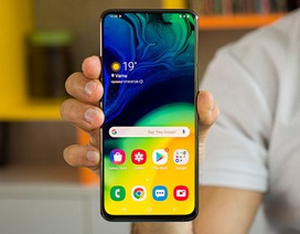 Điện thoại Samsung giảm nửa giá sau một năm