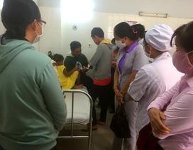 Nhiều người đến bệnh viện thăm bé gái 6 tuổi bị cha bạo hành