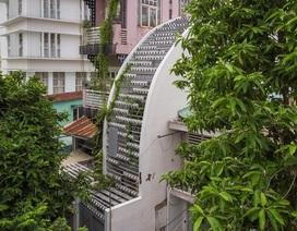 Ngắm ngôi nhà cong độc đáo giữa Sài Gòn