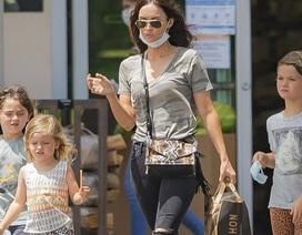 Megan Fox giản dị đưa con đi siêu thị