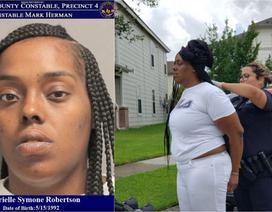 Bà mẹ bị bắt vì bỏ con sinh đôi 3 tháng tuổi ở nhà đi làm tóc