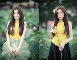 Thiếu nữ Hà thành dịu dàng khoe sắc bên hoa sen