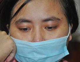 Đón nhận tin ung thư, người mẹ khóc cạn nước mắt nơi bệnh viện