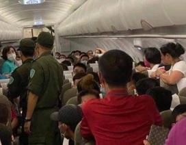 Cấm bay 1 năm hành khách tranh chỗ để hành lý, chửi bới tiếp viên