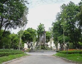 Đài phun nước cổ nhất Hà Nội đeo đai chống sập