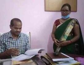 Bí ẩn xung quanh một giáo viên Ấn Độ dạy cùng lúc 25 trường công