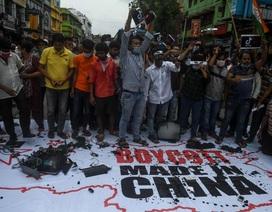 Ấn Độ sục sôi vì vụ đụng độ, Bộ trưởng kêu gọi tẩy chay hàng Trung Quốc