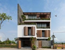 Biệt thự cửa gỗ độc lạ ở Đà Nẵng nổi bật trên báo nước ngoài