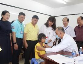 Hơn 1.200 trẻ em nghèo được khám sàng lọc, tầm soát tim miễn phí