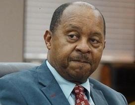 """Zimbabwe bắt khẩn cấp Bộ trưởng Y tế vì bê bối """"thổi"""" giá thiết bị"""