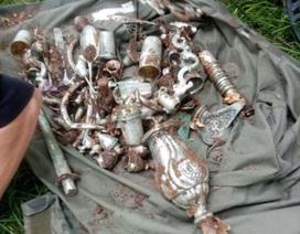 Đào được kho báu đầy cổ vật bằng bạc tại lâu đài 600 năm tuổi
